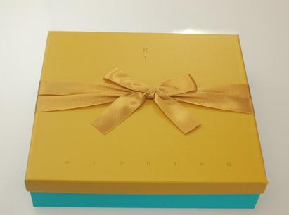 鴛鴦喜餅-黃色盒(盒蓋有英文結婚字樣)